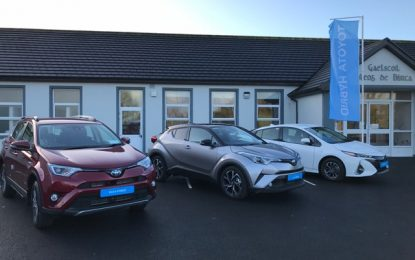 Claremorris Gaelscoil explores hybrid car technology to wave Green Flag
